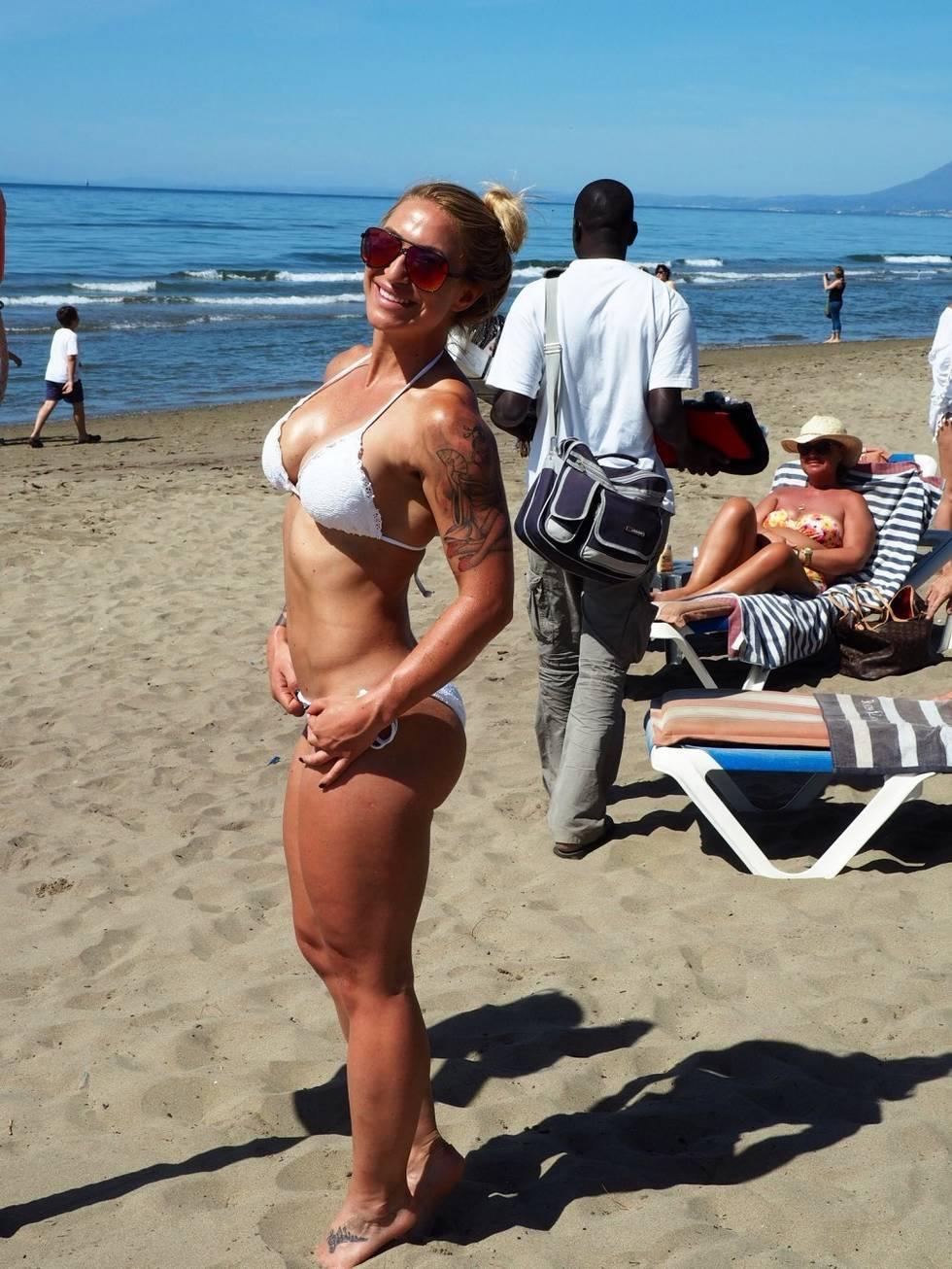 tjejer på stranden
